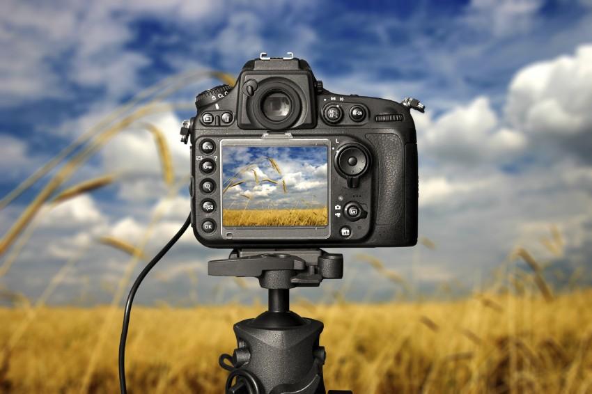 Eine Spiegelreflexkamera bietet die meisten Funktionen, Einstellungsmöglichkeiten und die beste Bildqualität.