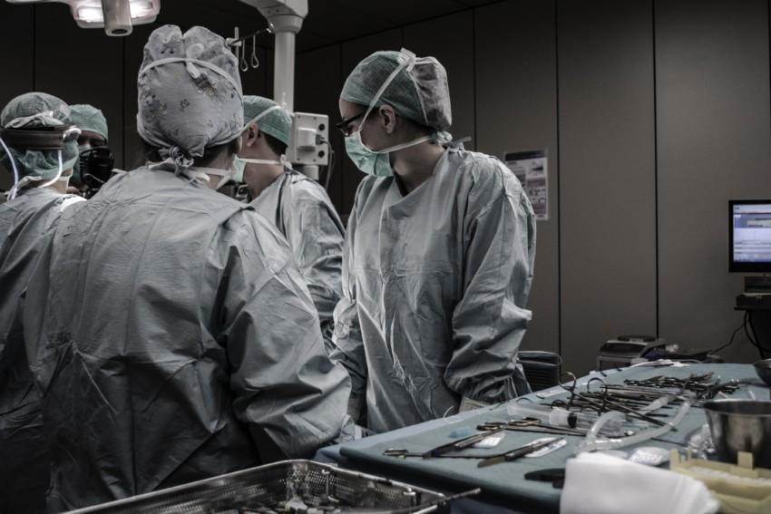 Chirurgisches Team in einem Operationssaal