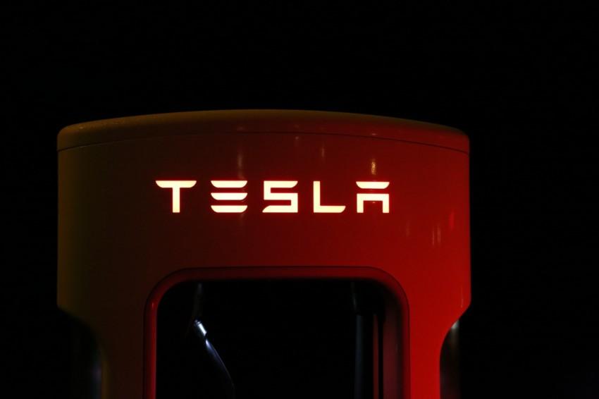 tesla-auto-batterie-lithium-ionen-akku